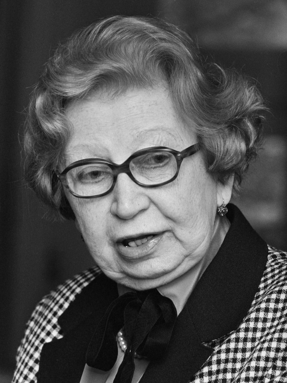 """Presentatie boek """"Herinneringen aan Anne Frank"""" van Miep Gies in het Anne Frankhuis in Amsterdam; Miep Gies  *5 mei 1987"""